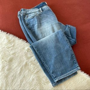 Torrid boyfriend jeans medium wash sz.22R